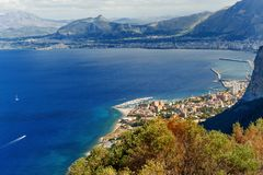 Vista panorâmica da montagem Pelegrino em Palermo, Sicília Italy fotografia de stock royalty free