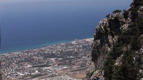 Vista panorâmica da montanha à cidade do mar, vista geral, vista bonita, recurso do mar, panorama video estoque