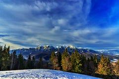 Vista panorâmica da montanha de Bucegi imagem de stock