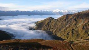 Vista panorâmica da montanha de Mheer filmada da passagem de Guli Svaneti superior, Mestia perto da passagem de Ushba Geórgia, Eu video estoque