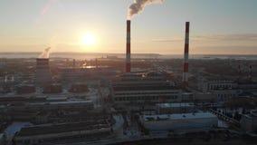 Vista panorâmica da planta industrial na cidade video estoque