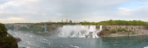 A vista panorâmica da ponte do arco-íris, americano cai e quedas nupciais do véu Imagens de Stock Royalty Free