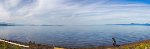 Vista panorâmica da praia do qualicum na ilha de Vancôver, BC, Canadá imagem de stock