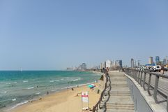 Vista panorâmica da praia em Tel Aviv fotografia de stock