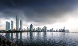 Vista panorâmica da skyline em um dia tormentoso - a Cidade do Panamá da Cidade do Panamá, Panamá Fotografia de Stock Royalty Free