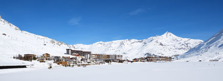 Vista panorâmica da vila de Tignes fotografia de stock royalty free