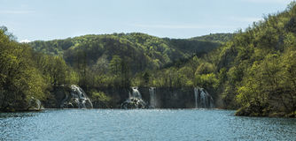 Vista panorâmica das cachoeiras Fotos de Stock Royalty Free