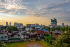 Vista panorâmica das casas e das construções na cidade imagens de stock