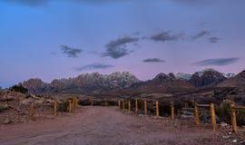 Vista panorâmica das montanhas do órgão em New mexico imagem de stock