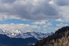 Vista panorâmica das montanhas dos cumes das dolomites perto de Trento em Itália Imagens de Stock Royalty Free