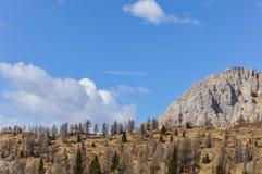 Vista panorâmica das montanhas dos cumes das dolomites perto de Trento em Itália Fotos de Stock Royalty Free
