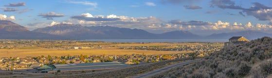 Vista panorâmica de casas residenciais no vale de Utá fotos de stock