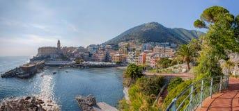 Vista panorâmica de Genoa Genova Nervi, costa Ligurian, mar Mediterrâneo, Itália imagens de stock