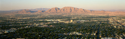 Vista panorâmica de Las Vegas Nevada Gambling City no por do sol fotos de stock royalty free