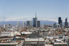 Vista panorâmica de Milão com a skyline nova Foto de Stock