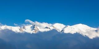 Vista panorâmica de Mont Blanc em Chamonix, cumes franceses - Fran Fotos de Stock Royalty Free