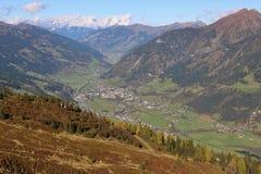 Vista panorâmica de montanhas e de Hofgastein de Gastein Áustria imagens de stock royalty free