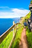 Vista panorâmica de Mykines no plutônio de Faroe Island e de Atlântico Norte fotos de stock