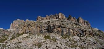 Vista panorâmica de passagem/sella/para o sul de Tirol da estrada da formação de rocha do moutain da dolomite/montanha de Pordoi Fotografia de Stock