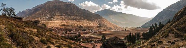 Vista panorâmica de Pisac da zona norte no vale do sacret do inca de por imagem de stock