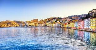 Vista panorâmica de Porto Santo Stefano da frente marítima Argentario, Tusc fotos de stock royalty free
