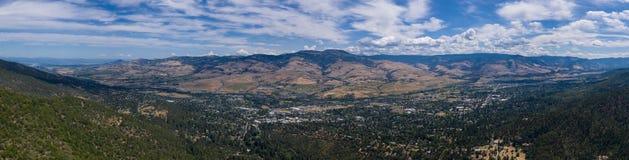 Vista panorâmica de Rogue Valley e de Ashland, Oregon imagens de stock