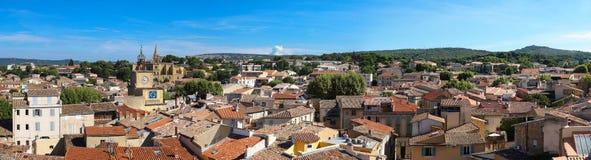 Vista panorâmica de Salon de Provence, ao sul de França imagens de stock royalty free