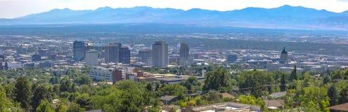 Vista panorâmica de Salt Lake City de longe fotos de stock