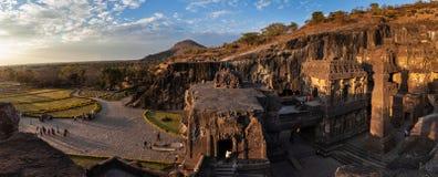 Vista panor?mica de um complexo do templo de Ellora Caves e de Kailasa fotos de stock