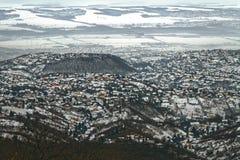 Vista panorâmica de uma cidade pequena no inverno Fotografia de Stock Royalty Free