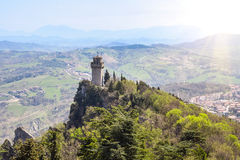 Vista panorâmica de uma torre pequena Montale da fortaleza Guaita Fotografia de Stock