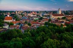 Vista panorâmica do centro de cidade velho de Vilnius, Lituânia foto de stock royalty free