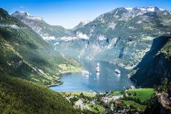 Vista panorâmica do fiorde de Geiranger, Noruega Fotografia de Stock Royalty Free