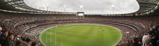 Vista panorâmica do grilo de Melbourne moída em ANZAC Day 2015 Foto de Stock