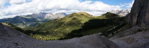 Vista panorâmica do grupo bonito da montanha da dolomite no grupo sul de Tirol/sassolungo/para o sul Tirol Fotografia de Stock