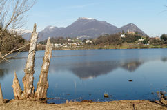 Vista panorâmica do lago Lago di Muzzano em Lugano em Ticino, Suíça Foto de Stock