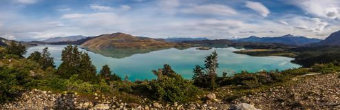 Vista panorâmica do lago Nordenskjöld no parque nacional de Torres del Paine, o Chile imagem de stock