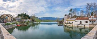 Vista panorâmica do lago Skadar em Virpazar imagem de stock