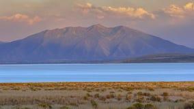 Vista panorâmica do lago utah com um céu dramático fotos de stock