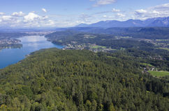 Vista panorâmica do lago Worthersee Foto de Stock Royalty Free