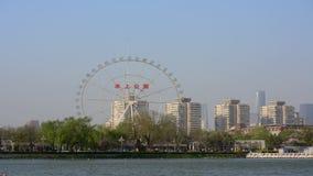 Vista panorâmica do lapso de tempo do parque Tianjin China da água vídeos de arquivo