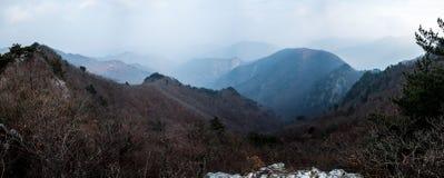 Vista panorâmica do Mountain View do cume rochoso Foto de Stock