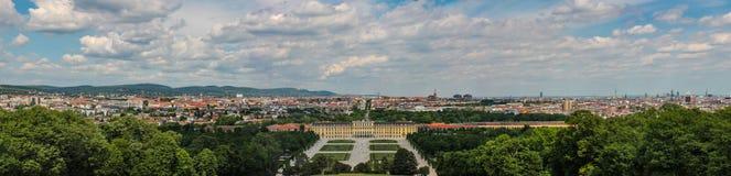 A vista panorâmica do palácio do Belvedere é um exemplo impressionante da arquitetura como a arte do período barroco chamativo em fotografia de stock