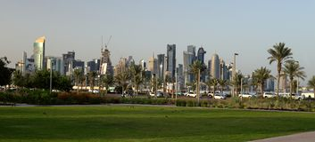 Vista panorâmica do parque de Bidda em Doha fotografia de stock