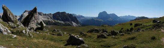 Vista panorâmica do parque natural do geisler do puez e do cume do mastle Imagens de Stock