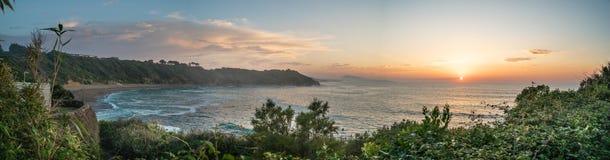 Vista panorâmica do por do sol Basque Surfbeach de Lafetenia França imagens de stock royalty free