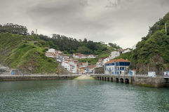 Vista panorâmica do porto a Cudillero nas Astúrias, Espanha Fotografia de Stock