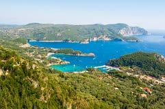 Vista panorâmica do porto de Palaiokastritsa na ilha de Corfu, Grécia fotografia de stock royalty free