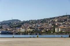 Vista panorâmica do porto e da cidade do lixouri na ilha de foto de stock royalty free