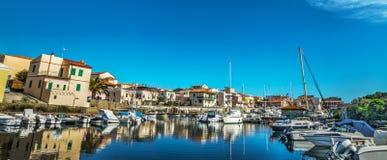 Vista panorâmica do porto velho de Stintino fotografia de stock